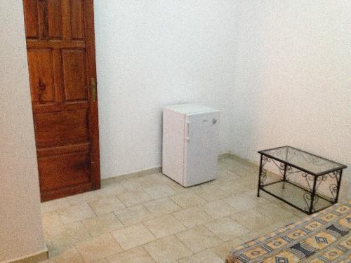 Salle À Manger Contemporaineavec Lit À Eau Appartement 2 Pieces 35 M2 Mermoz Dakar Sejour
